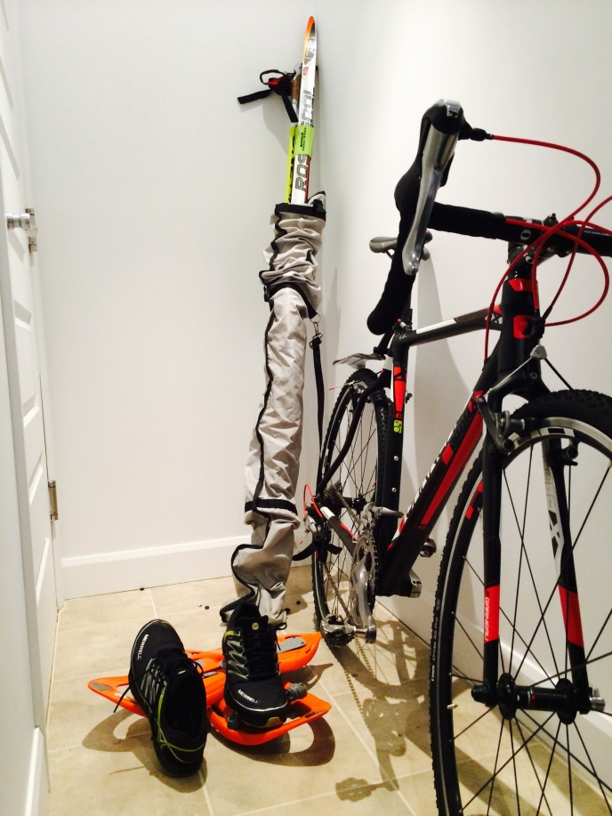 Préparation de l'équipement pour le pentathlon. Merci à Vélo Espace pour m'avoir prêté ce super vélo de CX